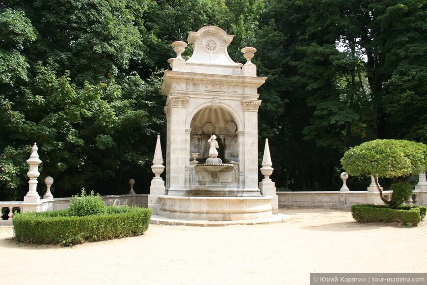 Многие террасы украшены архитектурными композициями с фонтанами