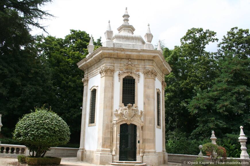Многие террасы украшены архитектурными композициями
