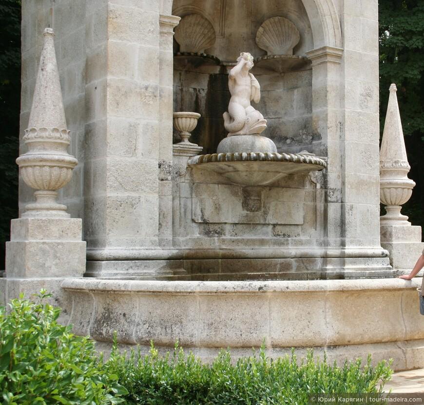 Верхние террасы украшены скульптурами из мифологии