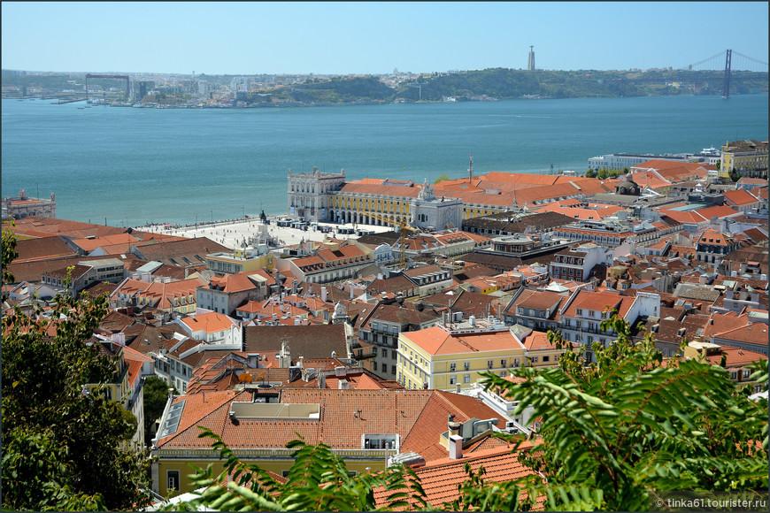 Виды на Лиссабон в разные стороны.