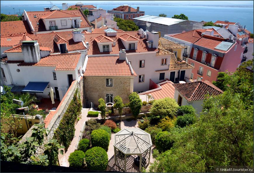 Черепичные крыши Лиссабона отлично просматриваются со стен замка.