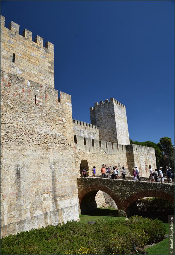 Вход в непосредственно сам замок.