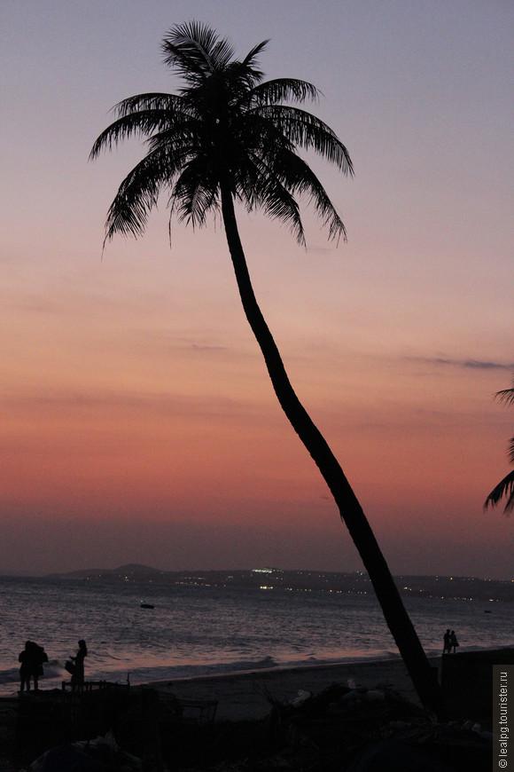 Закат в на побережье в Муйне