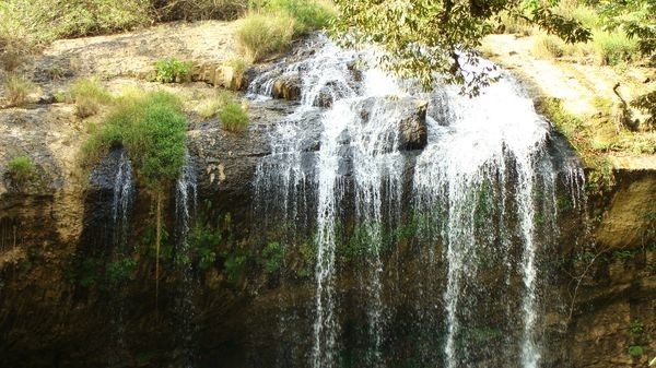 Водопад в парке рядом с Далатом
