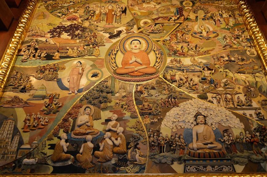 Главными достопримечательностями храма называют ключ YongQuan (Бурлящий), который восстановили в 2009 году перед входом в обитель, и самое большое на всем материковом Китае изображение Будды Шакьямуни, сделанное из нефрита. Оно находится в первом из трех залов, называемом Махавира (MahaviraHall). Мне туда попасть не удалось – зал был закрыт для посещения. Пыталась найти изображение в интернете – не нашла, из чего сделала вывод, что  фотосъемка нефритовой картины, скорее всего, запрещена. А жаль. Меня впечатлило ее описание: «Божество изображено добрым и внимательным. Размеры портрета: высота – 11 метров, ширина – 2,5 метра. Вес картины – около 11 тонн. Интересно, что чудесное творение установлено здесь во второй раз, так как в первый – стена не выдержала веса украшения и просто сломалась под ним».
