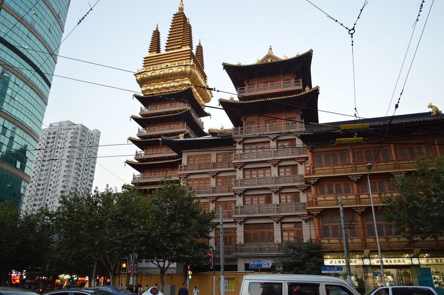Вид на стены храма снаружи
