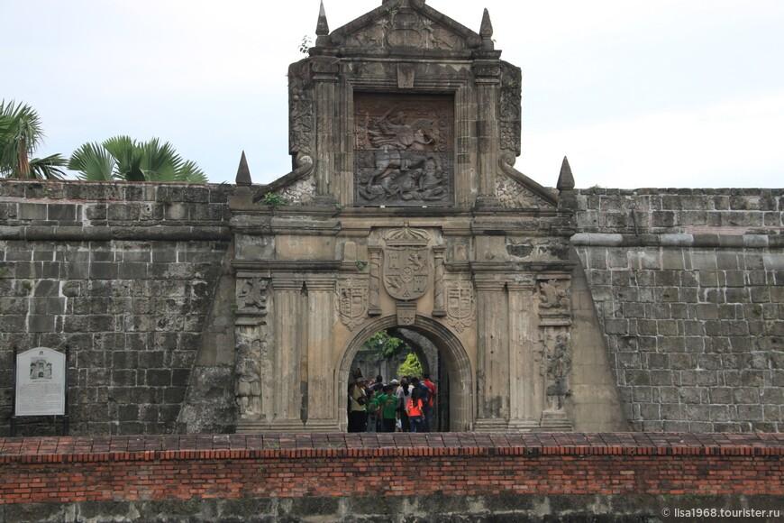 Форт Сантьяго (Fort Santiago) расположен в западной части крепости Интрамурос.