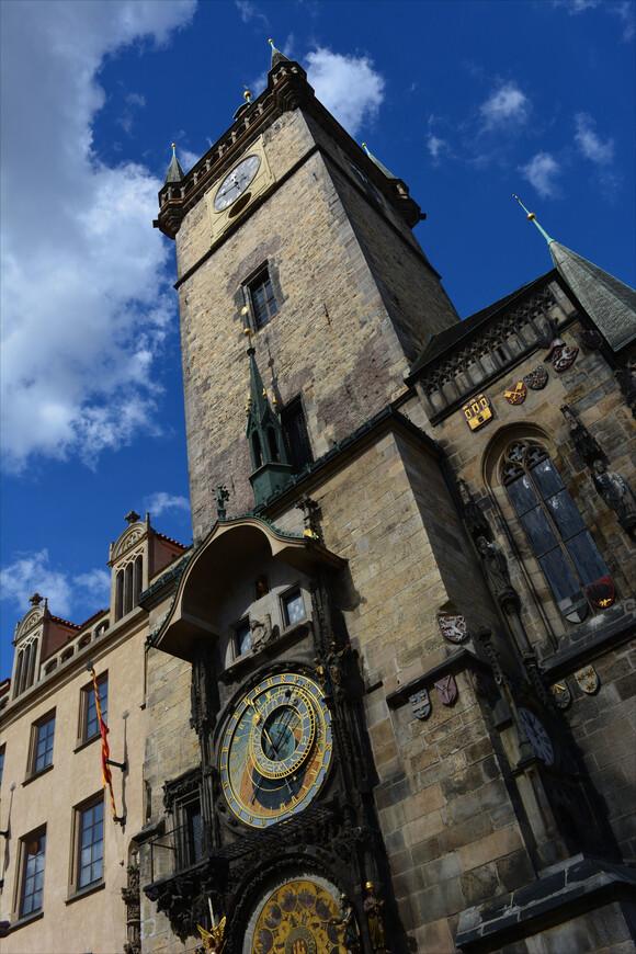 """Мелодия из """"Приключений Электроника"""" """"Бьют часы на старой башне"""" во время пребывания в Праге все время всплывала музыкальным фоном. И очень приятно ее было услышать на пражской улочке в нежно-джазовом формате"""