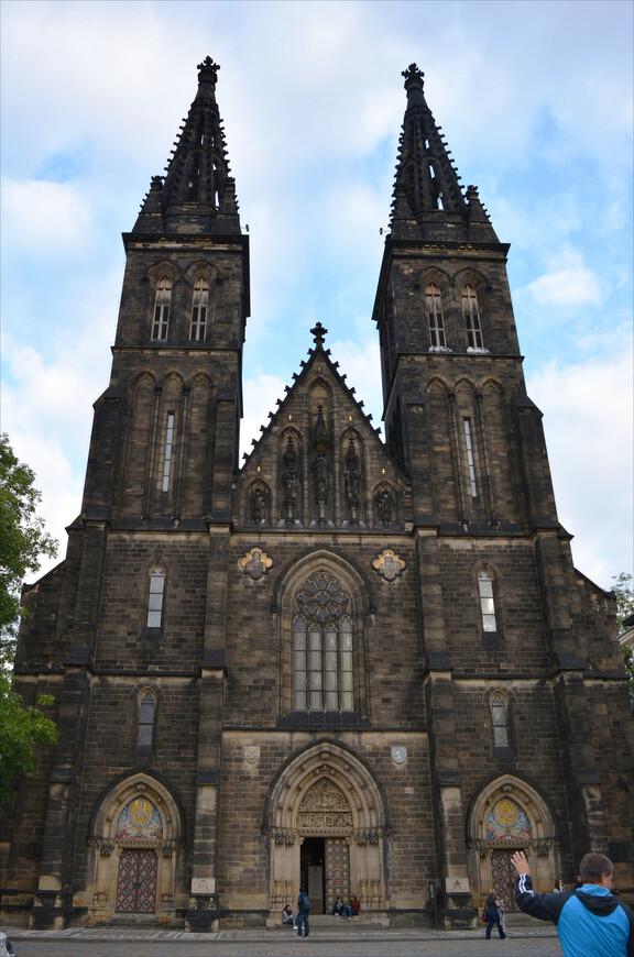 Базилика св. Петра и Павла находится на территории Вышеграда.