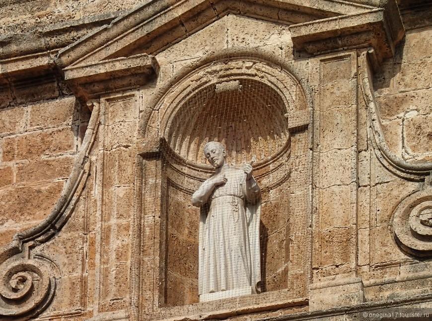 Святых в Картахене тоже много. И все они грустные-грустные. Может потому, что сложно хранить святость в таком шаловливом городе?