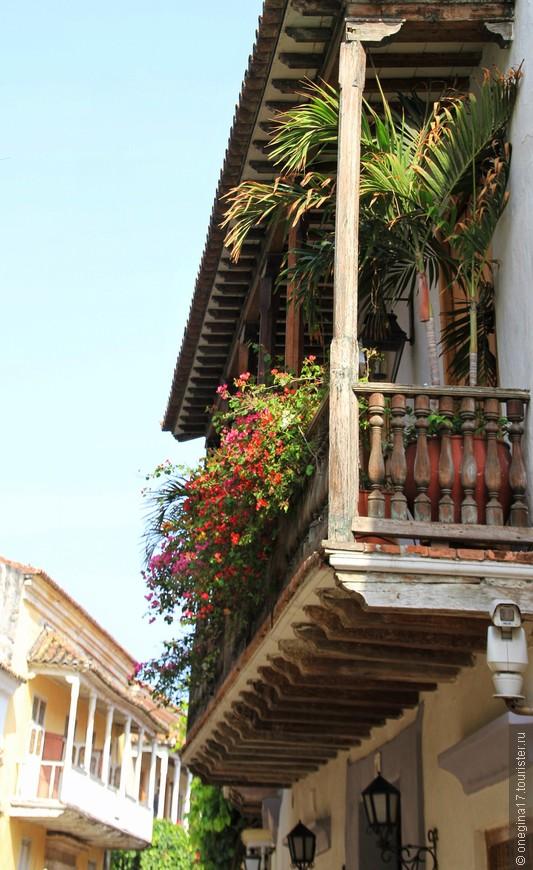 Если бы меня назначили на должность выбирателя самого красивого балкона, я бы откупилась от должности деньгами! Ну как тут выбрать лучший, когда все они лучшие???