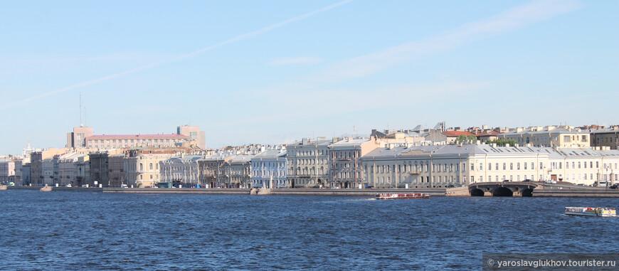 Панорама набережной Кутузова с Троицкого моста.