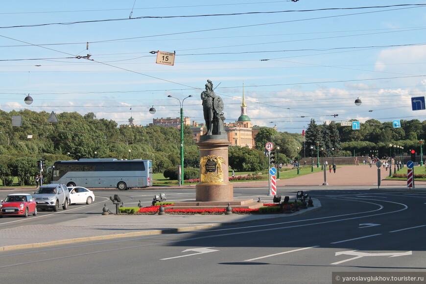 Суворовская площадь и памятник А. В. Суворову. И здесь я закончу нашу прогулку по Петербургу.