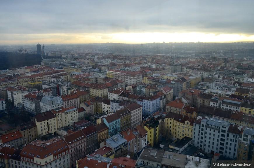 С башни открывается широкая панорама на город