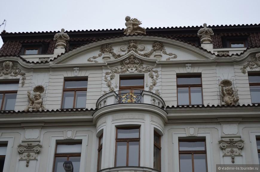 Улицы района богаты на роскошные фасады зданий.