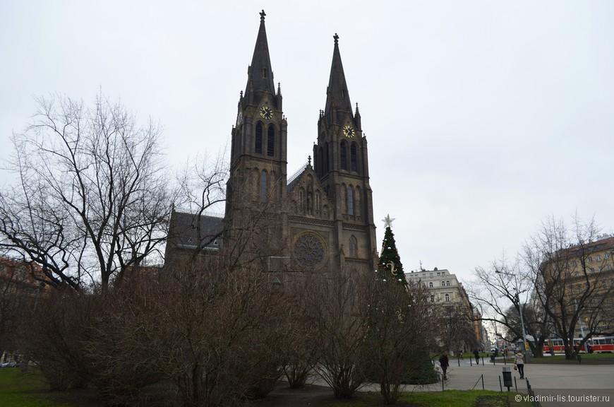 Храм Святой Людмилы на площади Мира