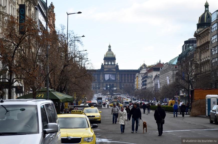 Пульс Нового города (Нове-Место) и даже всей Праги - Вацлавская площадь.
