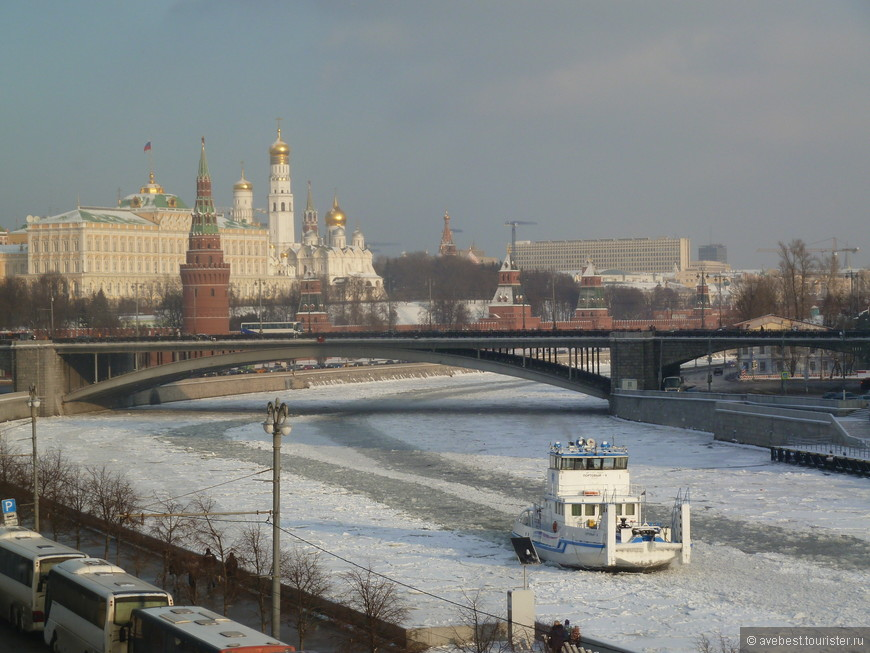Ледокол на Москва-реке.