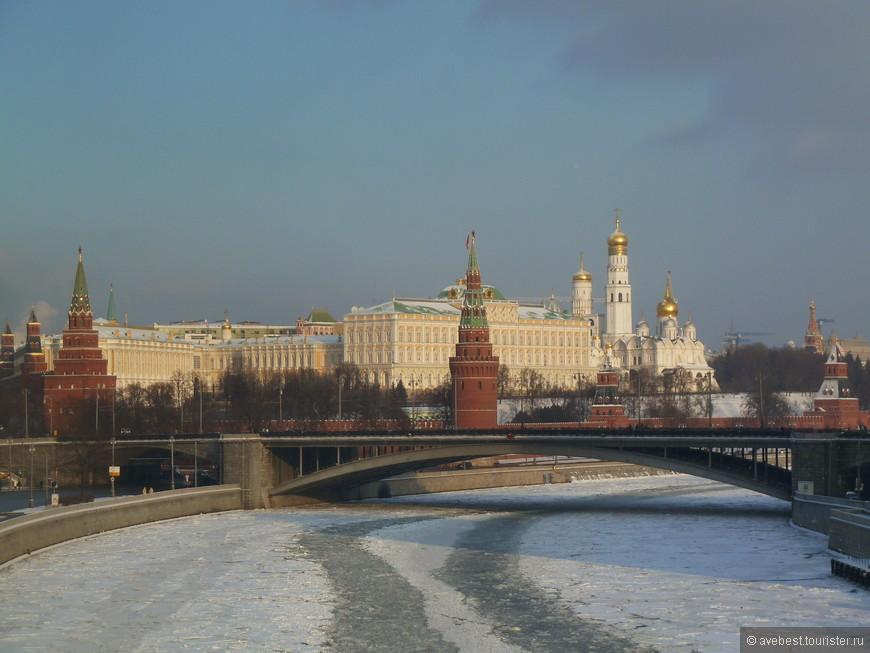 Вид на Кремль с Патриаршего моста.