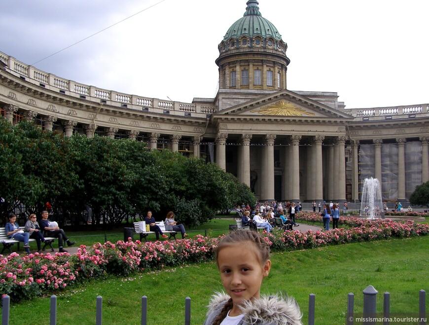Казанский кафедральный собор (Собор Казанской иконы Божией Матери) — один из крупнейших храмов Санкт-Петербурга, выполненный в стиле ампир.