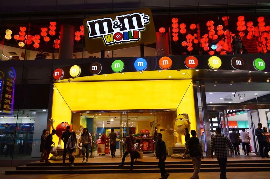 Уже впоследствии узнала, что таких магазинов в мире всего 5: 3 в USA (Орландо, Лас-Вегасе и Нью-Йорке), в Лондоне (открыт в 2011 году, самый большой по занимаемой площади) и  в Шанхае (открыт в августе 2014 года, занимает 2 этажа).