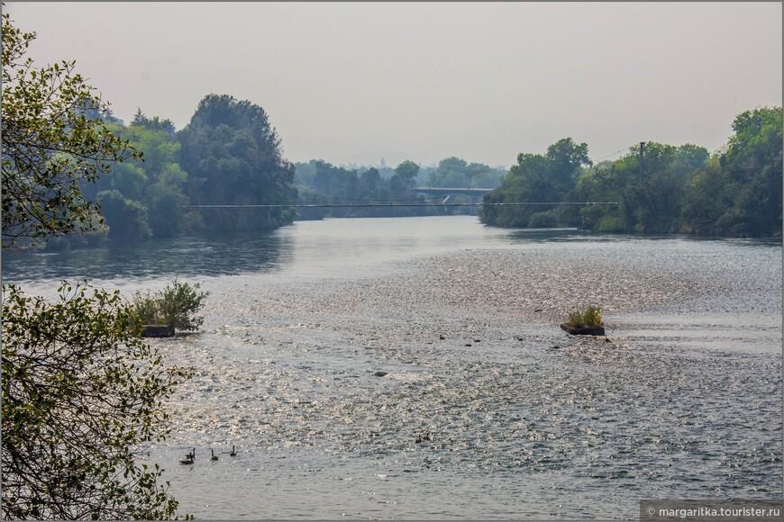 вид на верхнее (западное течение реки Сакраменто)