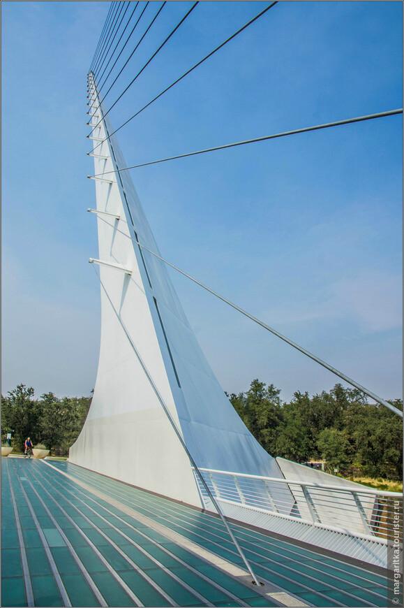 Мост Сандиал держится единственной, 66-метровая опорой.