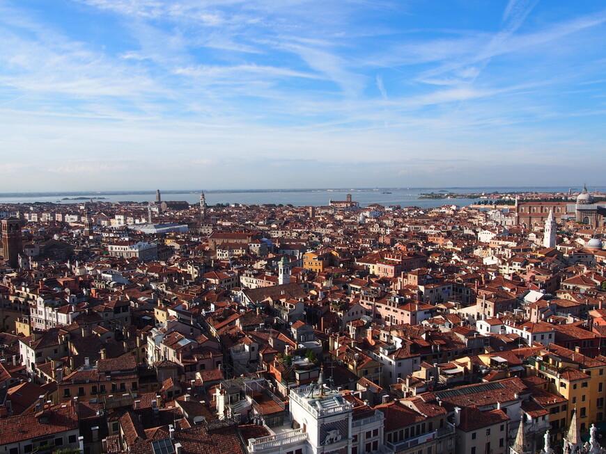 Вид на Венецию с колокольни на площади Сан -Марко