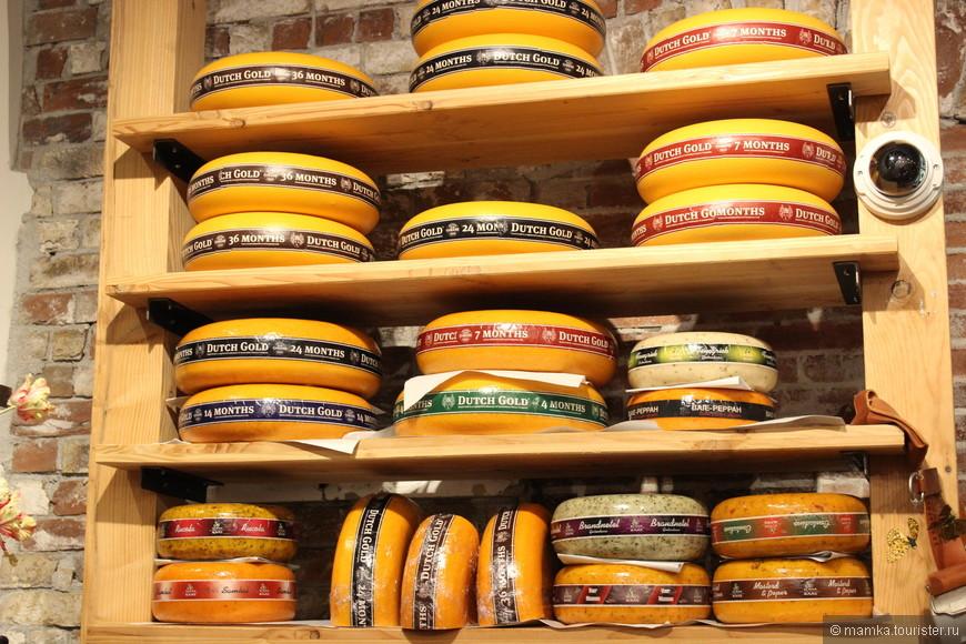И конечно сыра!!!!  Сыр я очень люблю, и он мне заменяет колбасу))) без покупок домой не уехала