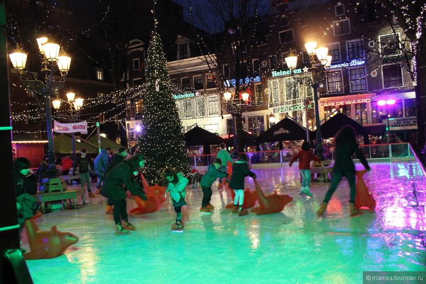 Люди веселились и в будни и в выходные. На дворе 19 декабря.