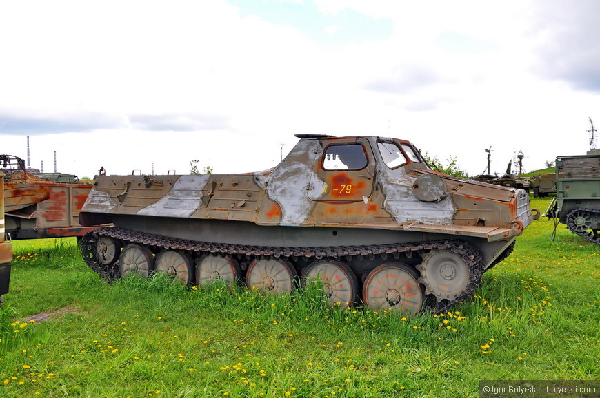 Гусеничный транспортёр-тягач ГТ-Т (изделие 21)