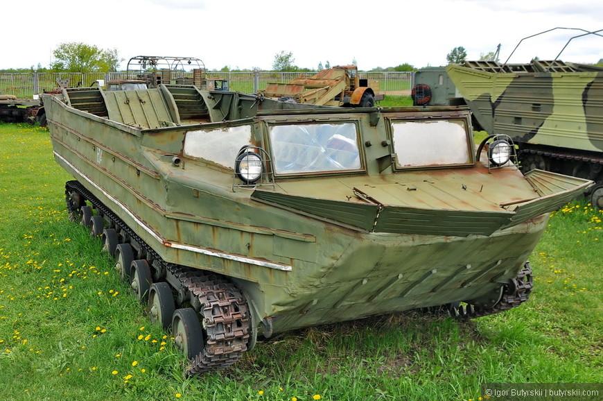 Гусеничный плавающий транспортёр К-61