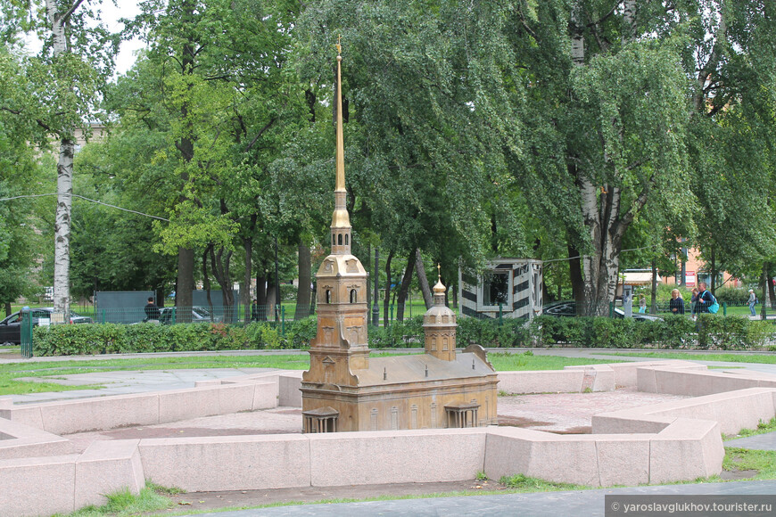 Петропавловский собор — главная доминанта города.