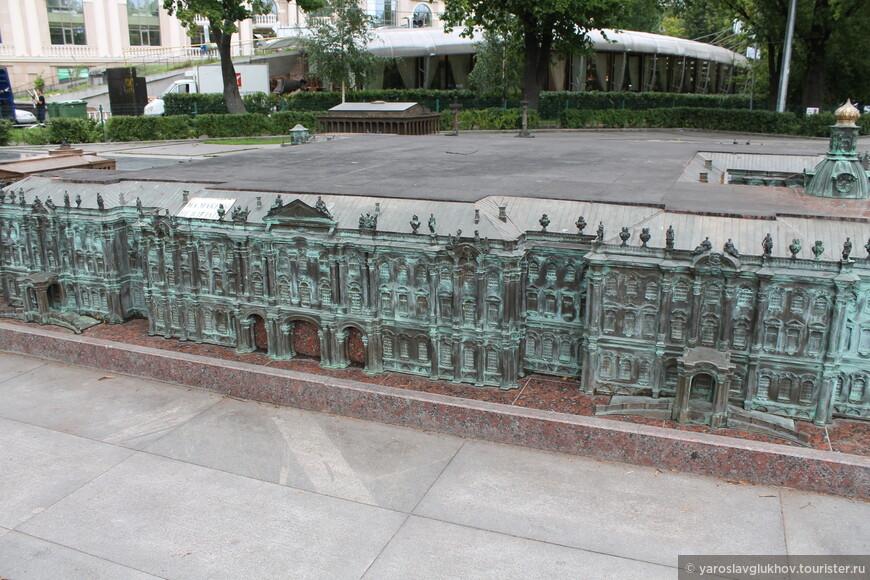 Уменьшенная копия Зимнего дворца.