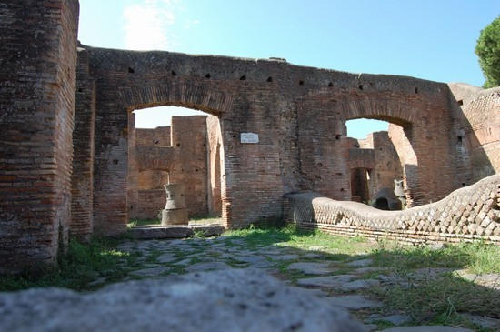 37798_area_degli_scavi_etruschi_tarquinia.jpg
