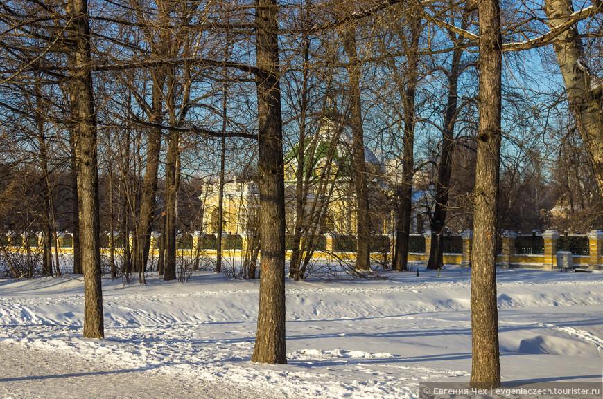 """Оригинально выглядит павильон """"Грот"""" (дата постройки 1755—1775 года)."""