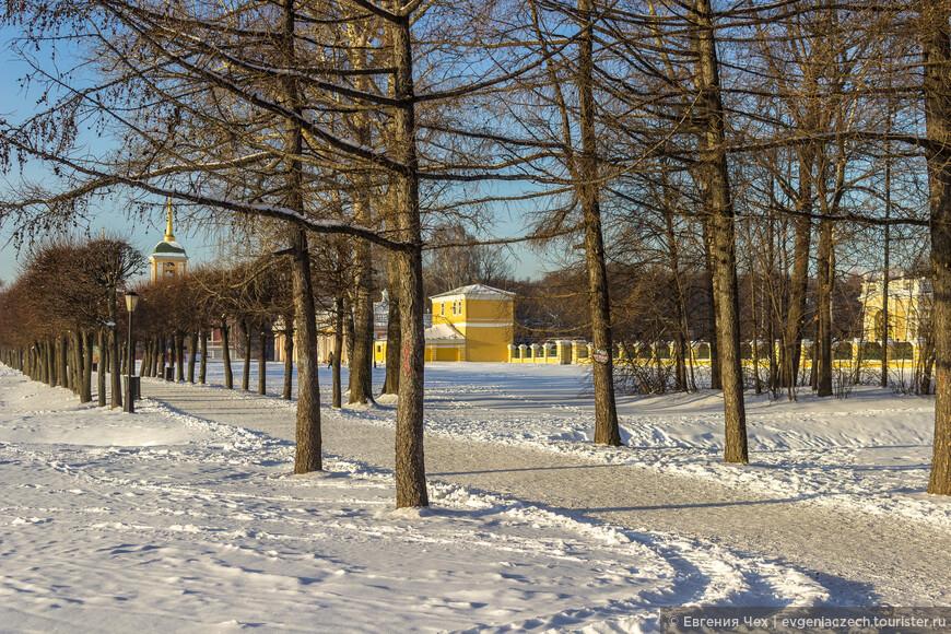 Варвара Алексеевна очень не хотела покидать места знакомые ей с детства, и П.Б.Шереметев на том куске что изначально принадлежал его роду, затевает масштабное строительство, создавая уникальную усадьбу в духе императорских парков под Петербургом.