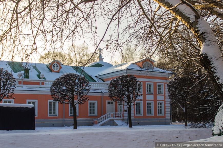 Большая каменная оранжерея, как и некоторые иные павильоны Кускова, была построена по проекту крепостного архитектора Ф.С. Аргунова в 1761—1763 годах.
