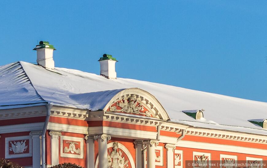 Детали отделки здания в стиле классицизм.