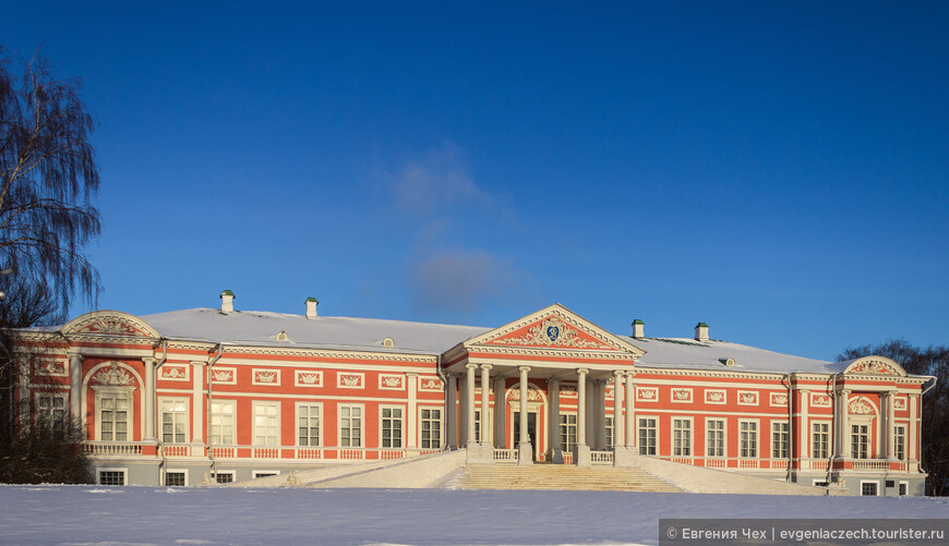 Дворец (Большой дом) был сооружен в 1769—1775 годах под руководством архитектора Карла Бланка.