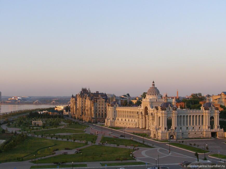 Со смотровых площадок Кремля  открываются отличные виды на город, т.к. Кремль расположен на возвышенности.