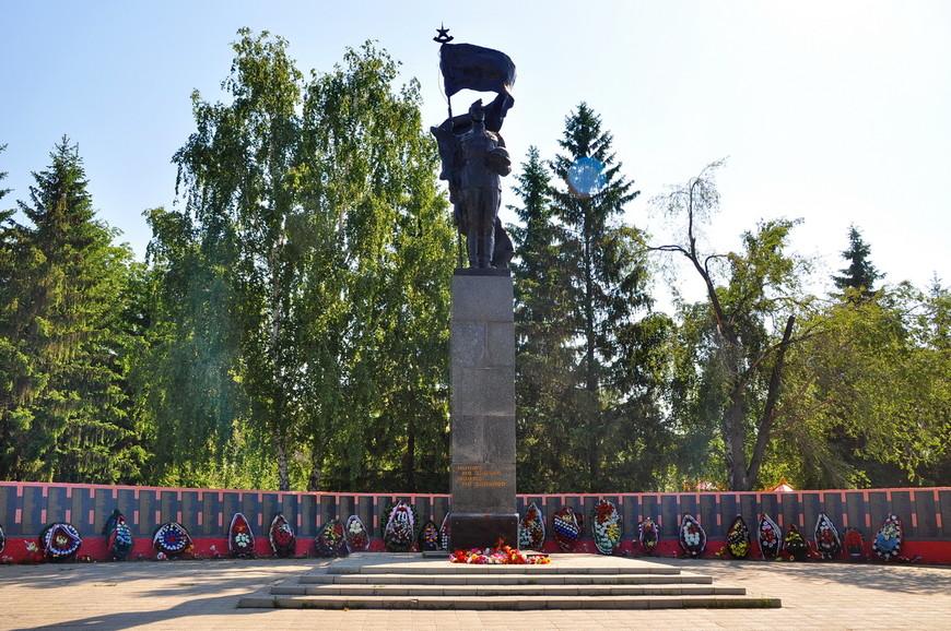 38. Монумент, как всегда, «в духе времени», в котором их ставили.