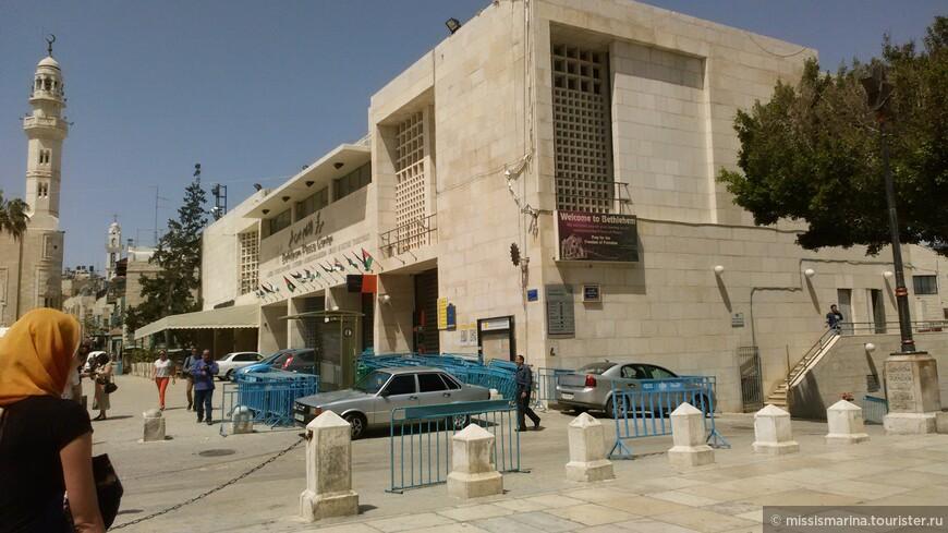 Первым делом  нас завезли в паломнический центр , а чуть позже -в Палестину.