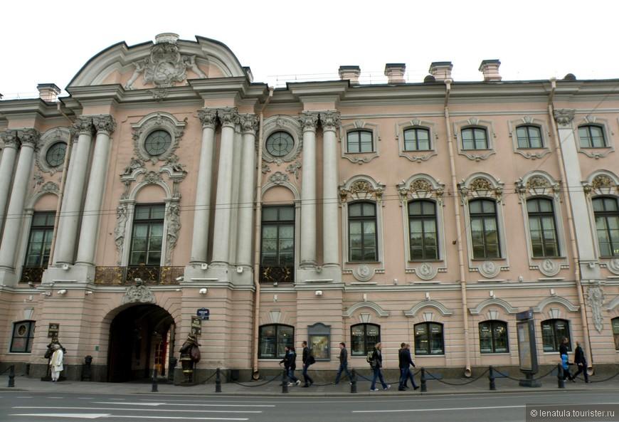 Строгановский дворец по проекту Растрелли - самое старое здание на Невском