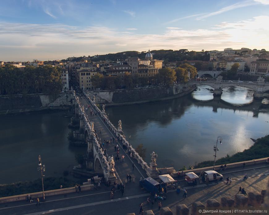 Вид со смотровой площадки замка Святого Ангела на Мост Святого Ангела и Тибр