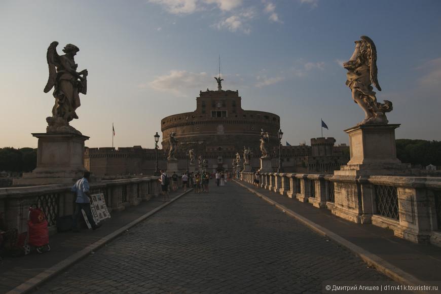 Мост Святого Ангела (итал. Ponte Sant'Angelo) — пешеходный мост через Тибр в Риме, построенный в 134—139 гг. римским императором Адрианом. Поскольку мост вёл к мавзолею Адриана (ныне замок Святого Ангела), римляне называли его «мостом Адриана» или «мостом Элия». Облицован мраморными плитами. В 1450 году перила моста не выдержали наплыва паломников, спешивших на празднование к собору св. Петра, и обрушились в реку; множество пилигримов погибло. В ответ папа велел снести древнюю триумфальную арку, которая якобы перекрывала выход с моста. C XVI в. установился обычай вывешивать на мосту тела казнённых преступников. Тогда же на мосту появились статуи апостолов Петра (работы Лоренцетто, 1530) и Павла (работы Паоло Романо, 1463), к которым с подачи Бернини добавилось ещё десять статуй ангелов.