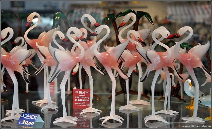 """Даже у берегов венецианских островов  можно увидеть """"стаи""""  розовых фламинго."""