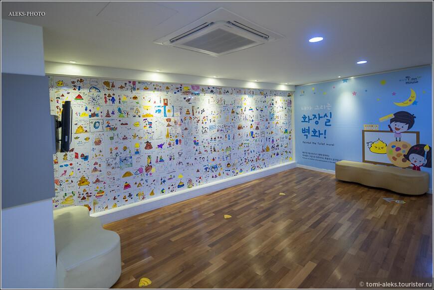"""Прочие саммиты этой организации проходили в разные годы в Сеуле, Пекине, Тайбэе, Макао, Сингапуре, Хайнане. В эту азиатскую компанию """"затесались"""" ирландский город Белфаст и американский город Филадельфия. Из этого списка понятно, что азиаты намного больше озабочены санитарией.   На этой стене, которую я бы назвал """"стеной унитазно-фекального граффити по-корейски"""", корейские дети с большой непосредственностью изобразили все, что они думают на туалетную тему. Вся стена - это как бы много кафельных плиток, на каждой из которых мы видим произведение корейского детского искусства, связанного с темой санитарии."""