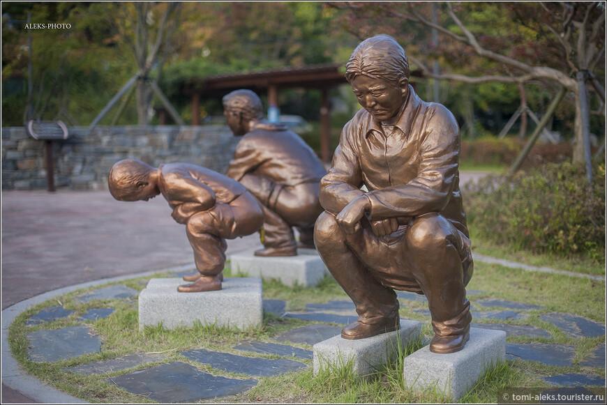 """Основатель музея любил повторять: """"Общественные туалеты представляют не только имидж города, но и экономический, культурный и образовательный статус страны"""". Как это верно сказано. Порой, впечатление от """"отхожих мест"""" может испортить имидж всей страны. А тут мы видим, как корейцы разных возрастов и полов справляли нужду еще до изобретения умных Чудо-Унитазов."""