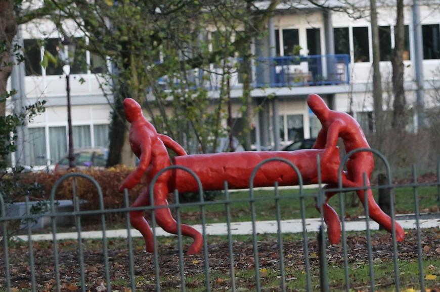 Чудо современного искусства в одном из амстердамских двориков